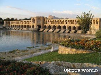 Мост Хаджу - однин из красивейших мостов мира